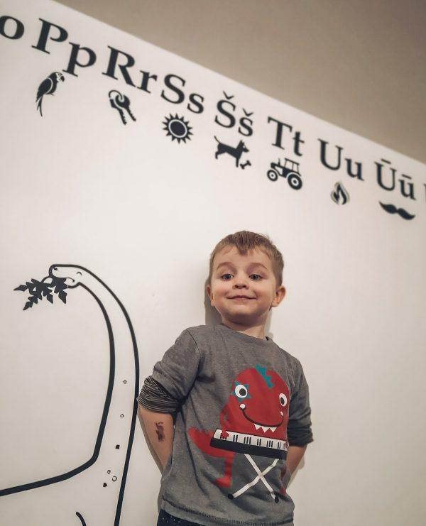 abecele ant sienos