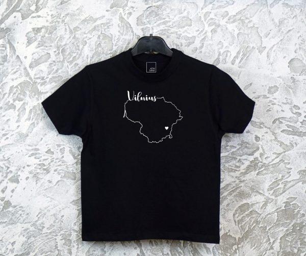 juodi-vaikiski-marskineliai-su-uzrasu-Vilnius-dovana-vilnieciui-mano-miestas-vilnius-originalus-marskineliai-myliu-lietuva-apranga-vaikams-aciu-labai