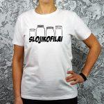 balti marškinėliai su linksmu užrašu