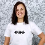 balti marškinėliai su užrašu mama