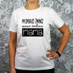 balti marškinėliai su užrašu mylimiausi žmonės mane vadina mama