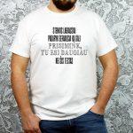 Balti vyriški motyvaciniai marškinėliai mokytojams Tu esi daugiau nei šis testas