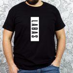 Juodi vyriški marškinėliai su užrašu Labas
